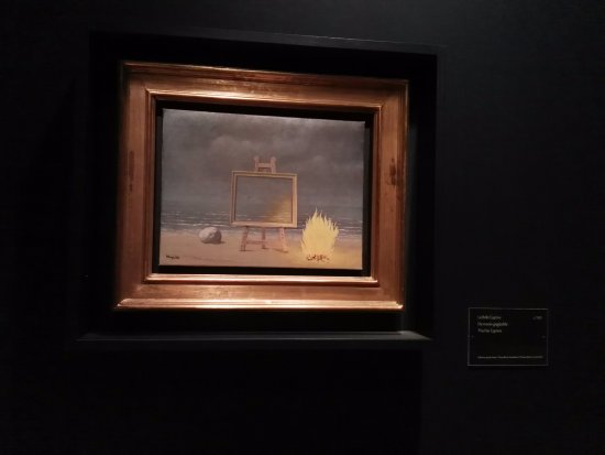 Musee Magritte Museum - Royal Museums of Fine Arts of Belgium: ¿surrealismo?
