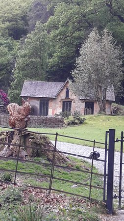 Grasmere, UK: Squirel Nutkin welcomes you to Allan Bank
