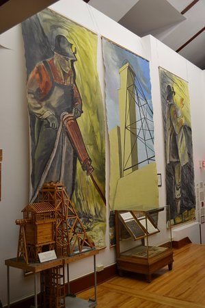 Kirkland Lake, Canada: Beautiful mine themed artwork in the Mezzanine display.