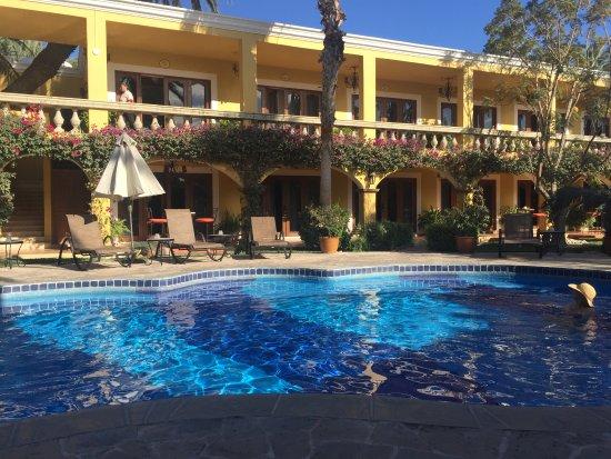 El Encanto Inn & Suites Boutique Hotel: Pool side