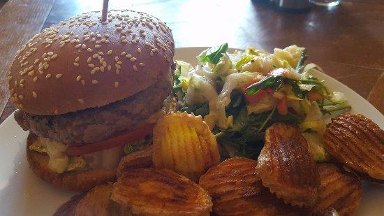 Reallon, França: Burger Réallonais au veau de pays