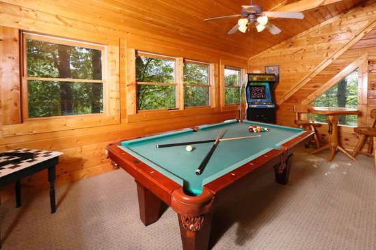 Little Valley Mountain Resort: Smoky Top, Loft With Pool Table And Arcade  Game