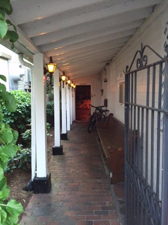 Front Street Restaurant : The entrance