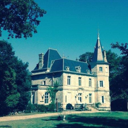 Agen, France: Château de Lagravade Art-BnB