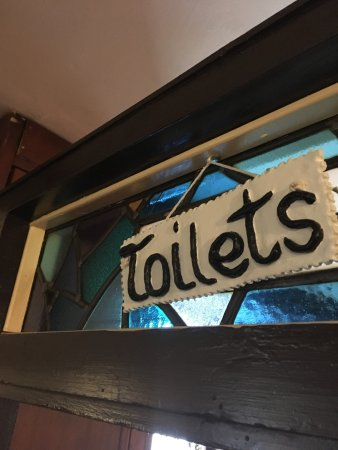 Roundwood, ไอร์แลนด์: Hand made ceramic toilet sign