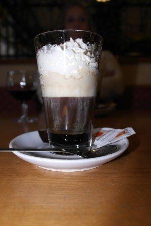 Podersdorf am See, Austria: Cappucino mit Schlag