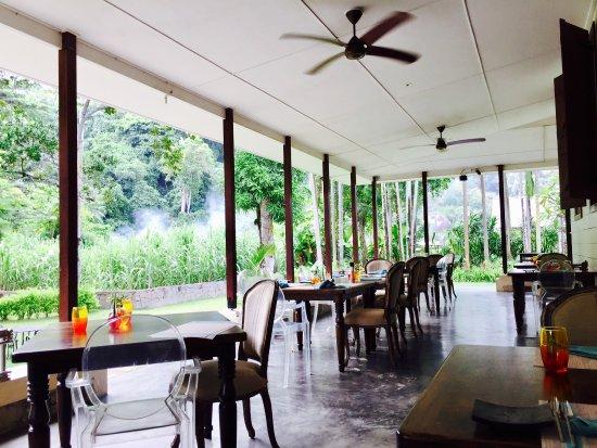 Au Cap, Seychelles: Outside patio eating area