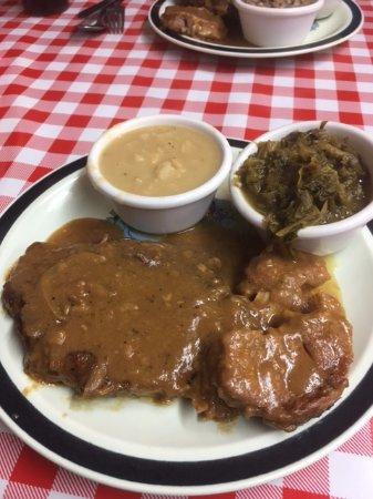 Τζάκσονβιλ, Τέξας: Smothered pork chops,butter beans and greens