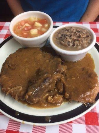 Τζάκσονβιλ, Τέξας: Smothered pork chops, black eyed peas and cucumber/tomato salad