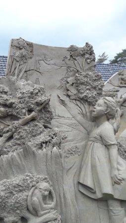 Garderen, Países Bajos: 1 van de vele zandsculpturen buiten