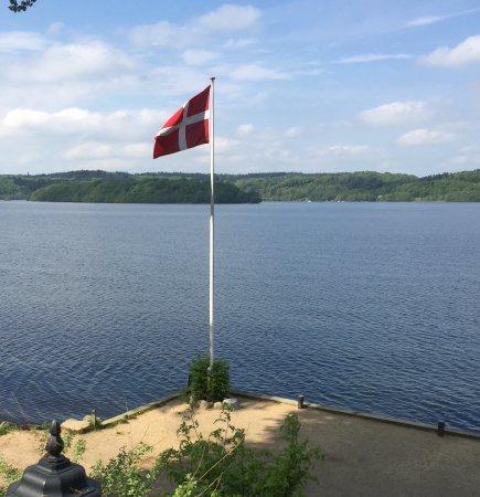 Ry, Дания: Udsigt fra udendørs serveringen. Danmark dejligst 🌞🌞🌞