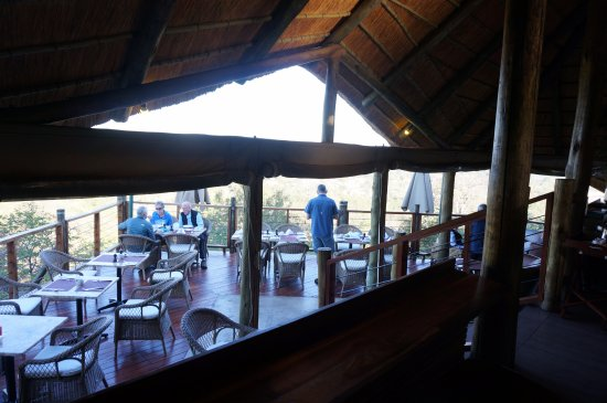 Victoria Falls Safari Club: Breakfast and sunset deck at the club