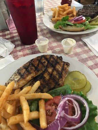 Baker, Floryda: Maui sandwich and 1/3lb Bob Burger
