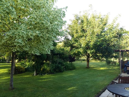 Bonnilly, France: jardin calme et reposant