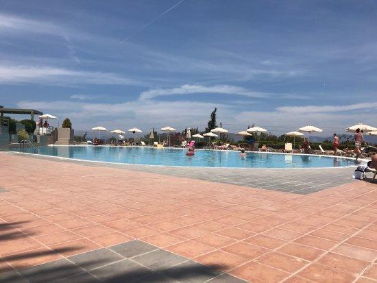 كيبريوتيس بانوراما هوتل آند سويتس: the lower pool