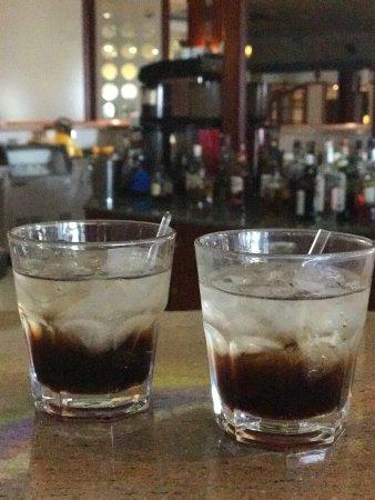 كيبريوتيس بانوراما هوتل آند سويتس: Black Russian cocktails