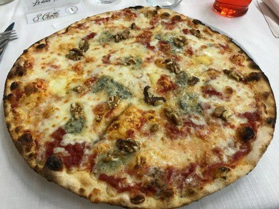 Civitella del Tronto, Italy: 4 Formaggi e Noci