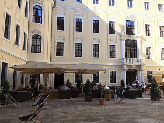 schnitzel mit spargel bild von hotel taschenbergpalais kempinski dresden tripadvisor. Black Bedroom Furniture Sets. Home Design Ideas