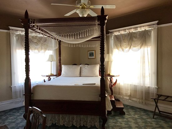 Bottger Mansion of Old Town: The Franz Huning room. The bed was very high. I needed the step that was provided.