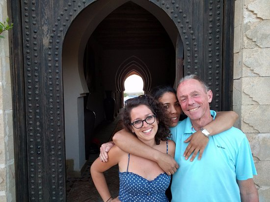 Ghazoua, Morocco: Bruno, Fanny and one of the lovely staff!