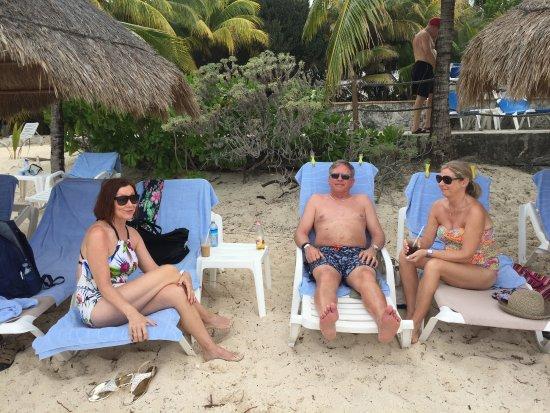 Nachi Cocom Beach Club & Water Sport Center: Plenty of room to relax!