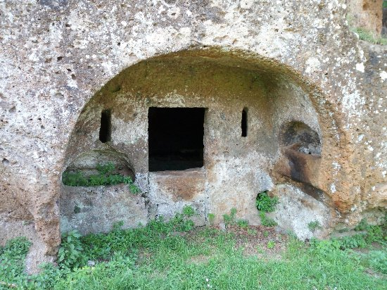 Sutri, Italy: La Necropoli