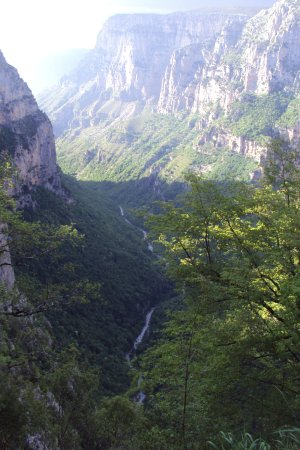 Épire, Grèce : Η Χαράδρα του Βίκου & ο Ποταμός Βοϊδομάτης από τη Θέση Οξυά κοντά στο χωριό Μονοδένδρι (07.05.20