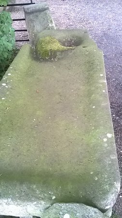 Jervaulx, UK: See my review, it looks like a mortuary slab?
