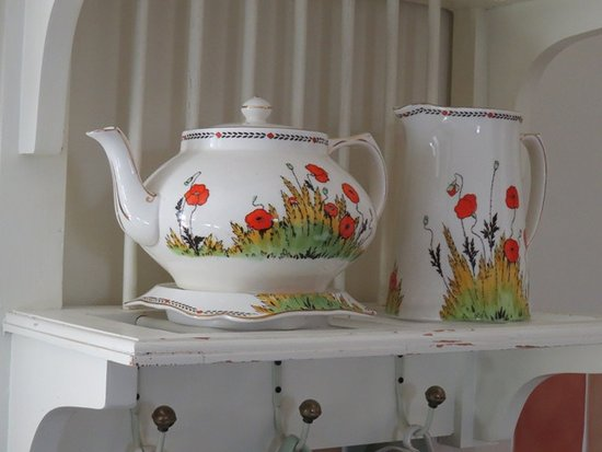 Keld, UK: Lovely old china not just for looking at but used at breakfast too.