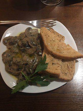 Wetherby, UK: Mushrooms to start and steak for main