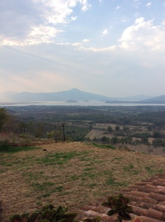 Eco-hotel Ixhi: View of Janitzio and the lake