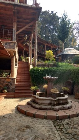 Eco-hotel Ixhi: Fountain and gardens