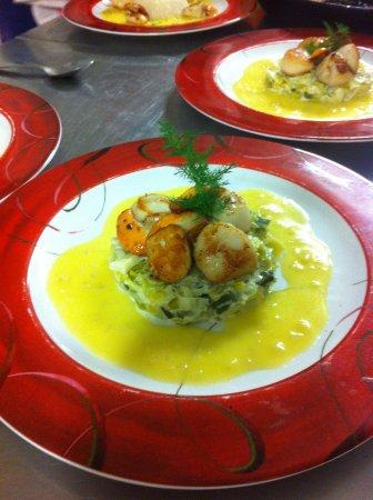 Quetteville, Francia: Noix de Saint-Jacques au beurre blanc et sa fondue de poireaux