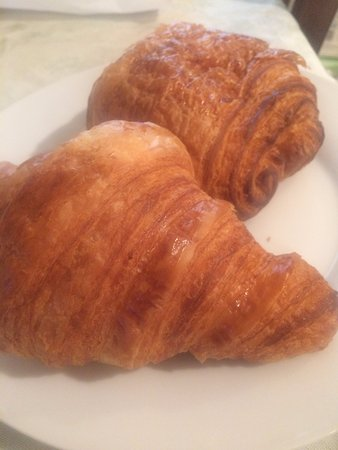 Arsicault Bakery: pain and chocolate croissant