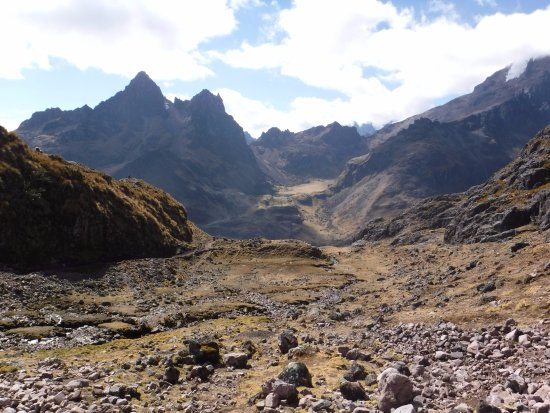 Lares Trek: View along the hike