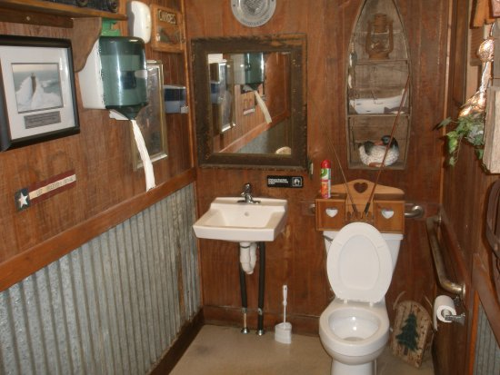 Colonial Pizza: Men's room