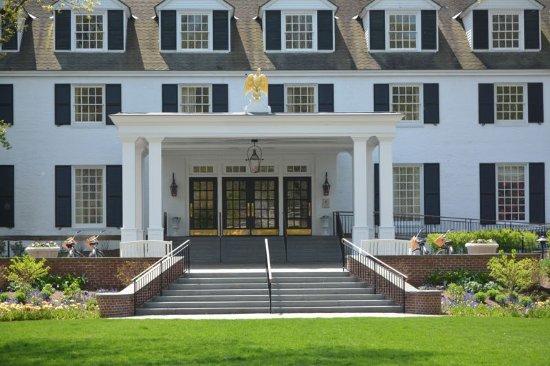 Woodstock Inn and Resort: Woodstock Inn facade