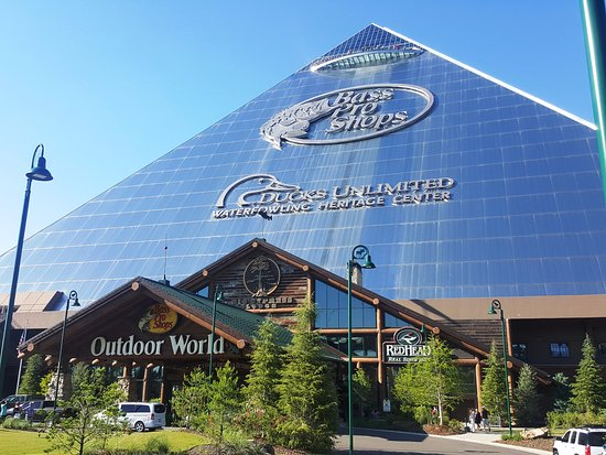 c03fa5d9822 Bass Pro Shop Pyramid Exterior - Picture of Bass Pro Shops at the ...
