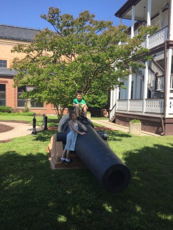 National Museum of the United States Navy: Cannons in the lawn near the National Museum of US Navy 05-19-2017