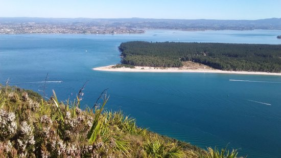 Mount Maunganui, New Zealand: Looking out over the harbour entrance to part of Tauranga city and to the Kaimai ranges beyond