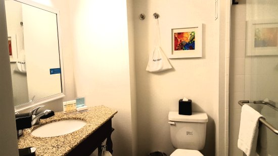 Hampton Inn and Suites Seattle-Airport/28th Ave : Wonderful, newly renovated rooms!