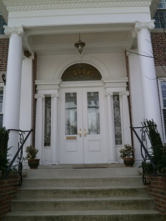 Embassy Circle Guest House: Exterior front door
