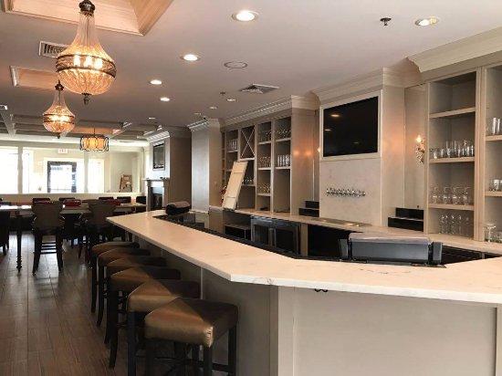 Franklin, MA: Ambience - Bar
