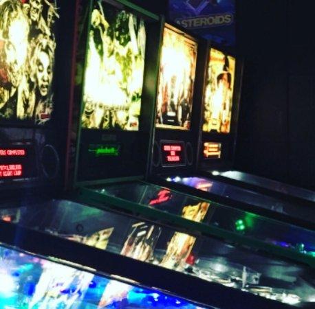 Murfreesboro, Теннесси: Pinball, Air Hockey, Throwback Video Games galore