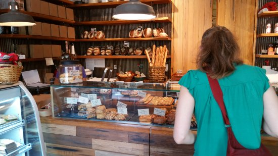 Evanston, IL: Great selection of artisanal bread and rolls