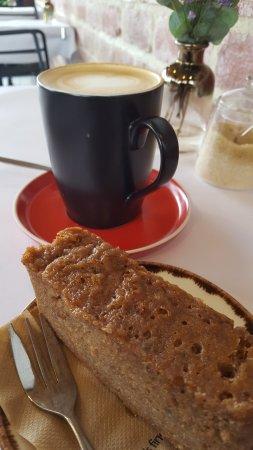 Frewville, Australia: Mr Nicks My flat white and banana bread