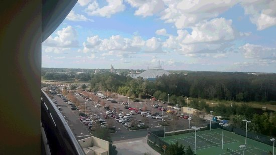 Bay Lake Tower at Disney's Contemporary Resort: 夜は間近で花火がみえます。