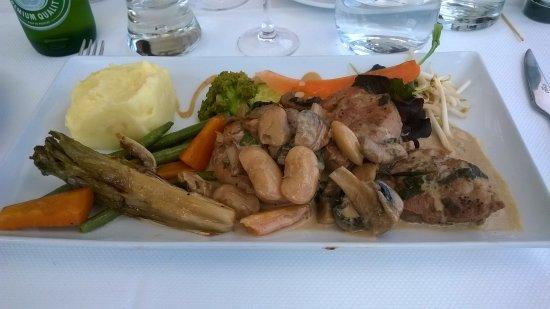 Urville-Nacqueville, France: Filet mignon poêlé aux champignons à la crème.