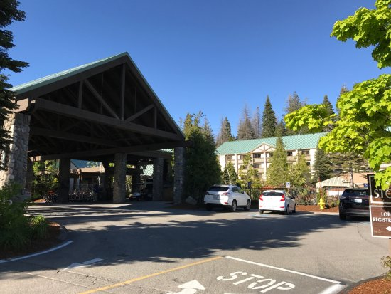 Tenaya Lodge at Yosemite: Entrance Tenaya Lodge