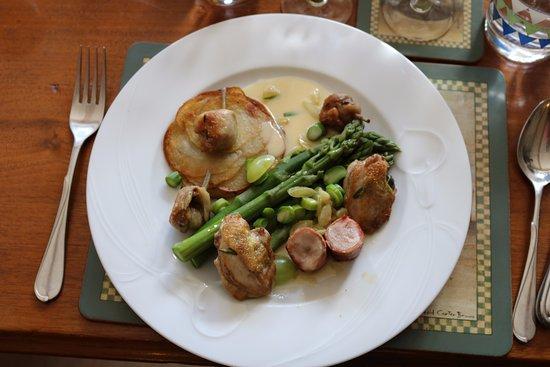 Trebes, Francia: The end result - quail three ways with seasonal vegetables.